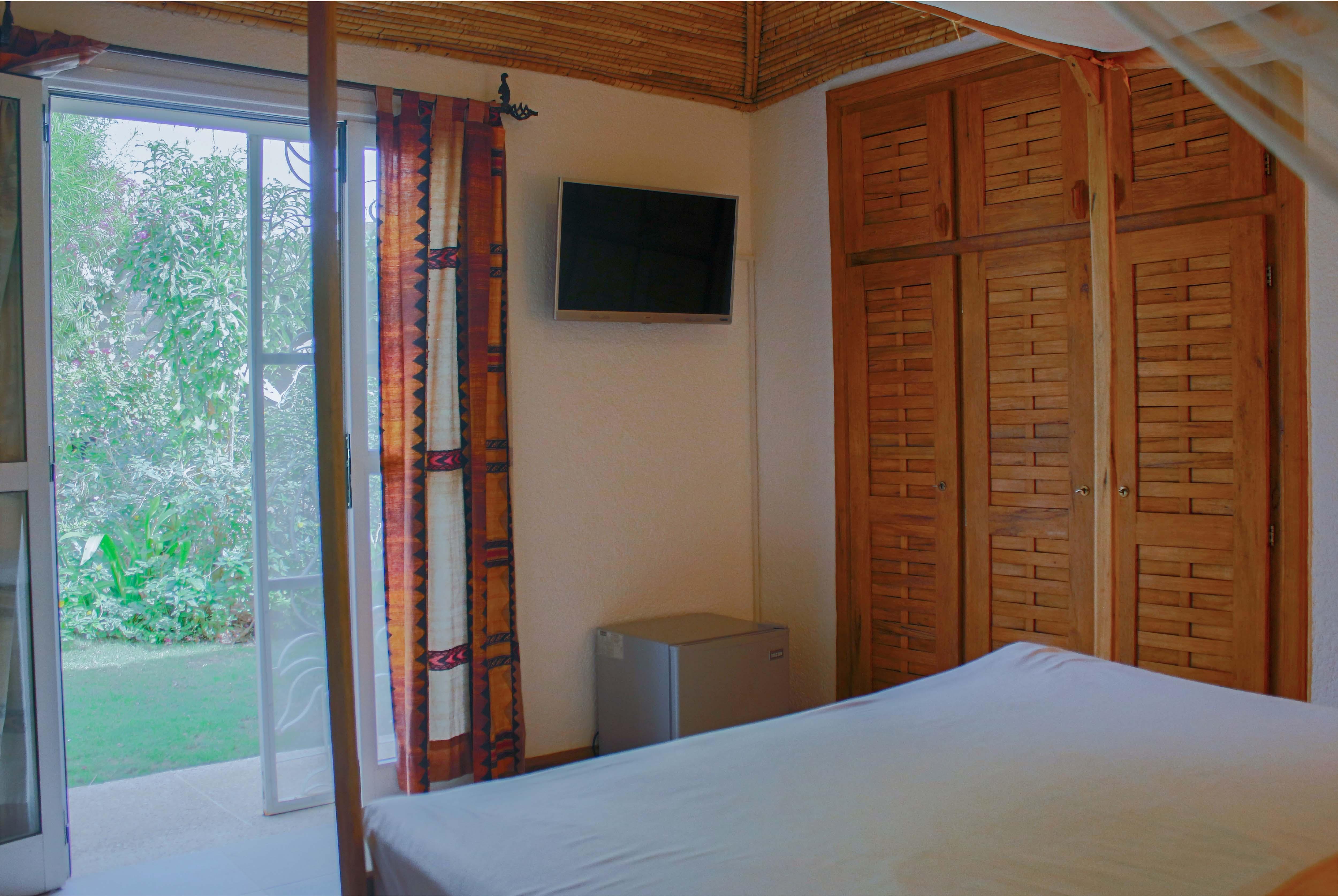 Villa saly - chambre bien équipée avec accès sur le jardin