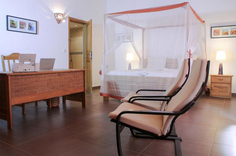 Villa saly - chambre spacieuse et chic avec bureau de travail
