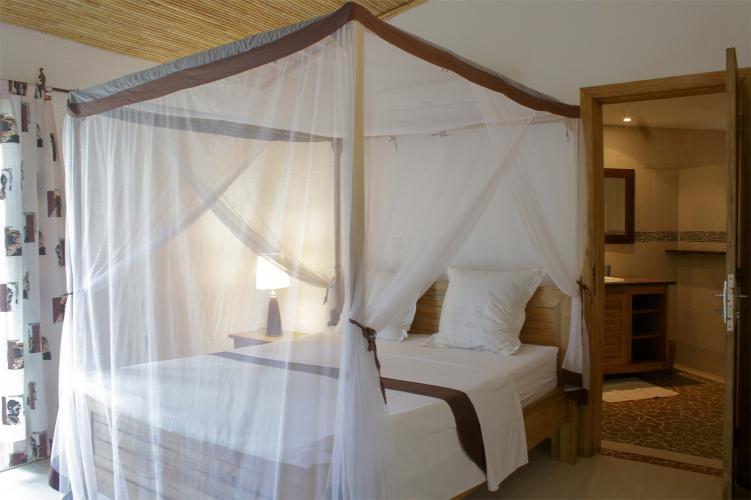 Chambre 1 - lit avec moustiquaire