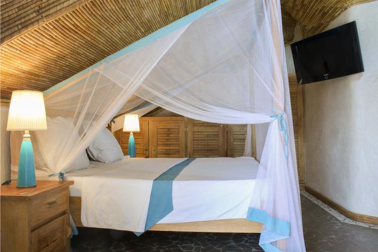 Chambre 4 - lit avec moustiquaire